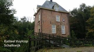 Bouwhistorisch onderzoek heeft aannemelijk gemaakt dat het huis rond 1300 is gebouwd. In oorsprong was het een bakstenen woontoren van rond 7 x 10 meter met een kelder, twee verdiepingen en een zolder, gedekt door een schilddak en omgeven door een gracht.  Op de oudst bekende kaart van het kasteel, in 1640 gemaakt door de landmeter J. van Diepenem in opdracht van het Utrechtse kapittel van St. Pieter van hun eigendom in Schonauwen en het Waalse Veld staat het huis nog ingetekend als een rechthoekige stenen toren. Wel staat ernaast nog een gebouw, dat we kunnen zien als een boerenhuis. Op een prent uit 1698 heeft de toren een derde verdieping gekregen en staat er een traptorentje tegenaan. Bovendien staat er nu een vijf traveëen breed huis naast, bestaande uit twee verdiepingen waarvan de beganegrond vensterloos, en een hoge zolder met dakkapellen. Tussen toren en huis staat een poortgebouwtje met ophaalbrug. Latere prenten uit 1731 en 1749 geven hetzelfde beeld.  Archiefonderzoek heeft het waarschijnlijk gemaakt dat de uitbreiding van de ridderhofstad is gerealiseerd tussen 1682 en 1724 toen Gerard van Rossum eigenaar was. Hij was het ook die aan het begin van de 18de eeuw een oprijlaan liet aanleggen naar het zandpad tussen Utrecht en Culemborg, met een brug over de wetering.  De ridderhofstad heeft van de 18de tot aan het begin van de 19de eeuw het karakter van een buitenplaats gehad. In de loop van de 19de eeuw is de uitbreiding, die er een buitenplaats van maakte, weer gesloopt zodat het huis nu weer in de oorspronkelijke staat (en gerestaureerd) aan de Schalkwijkse wetering staat.In 1538, toen Huijbert van Buuren tot Reijgersfort eigenaar was, kreeg het huis de status van ridderhofstad. Het huis was tot aan het einde van de 18de eeuw een leen van het Huis van Vianen en Ameide. De eerste schriftelijke vermelding in het leenregister is die waarbij in 1392 Willem van Vuijlcop met het huis beleend wordt.  Aan de ridderhofstad is nooit het recht van ambachtsheerlijk